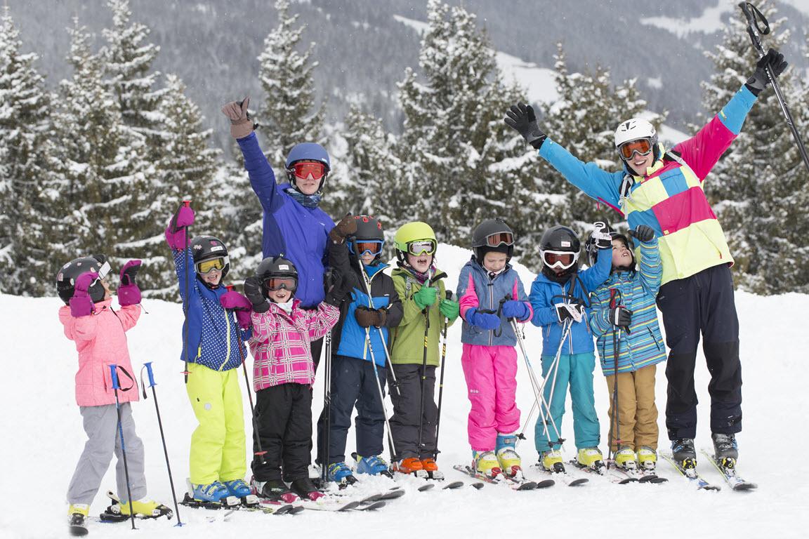 Groepsfoto in verse sneeuw