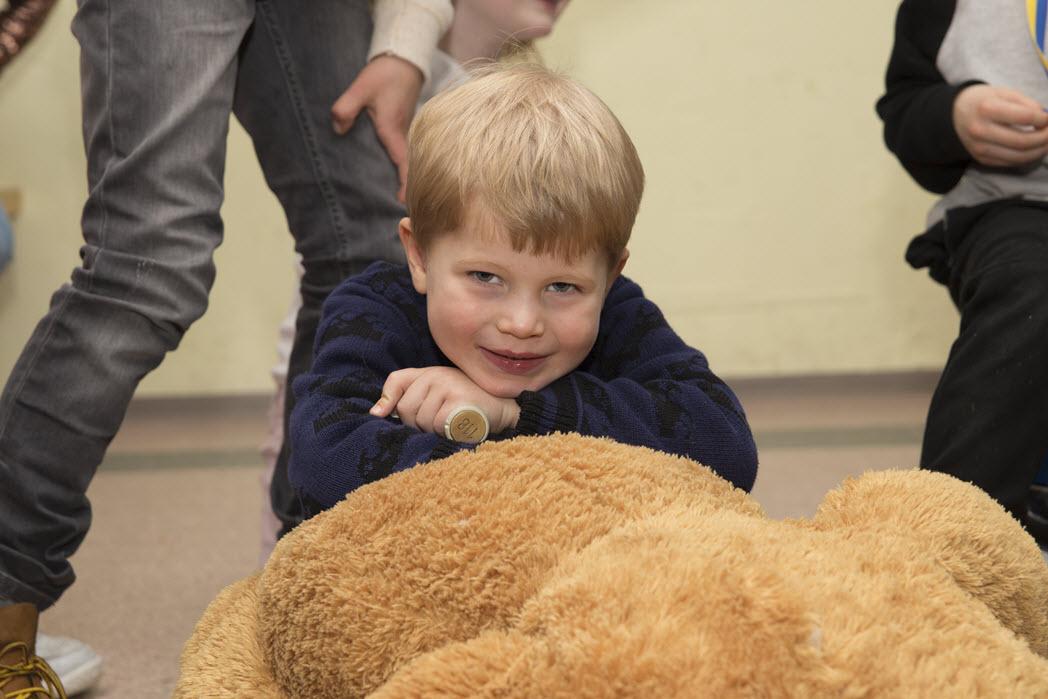 In de speelkelder met de grote beer